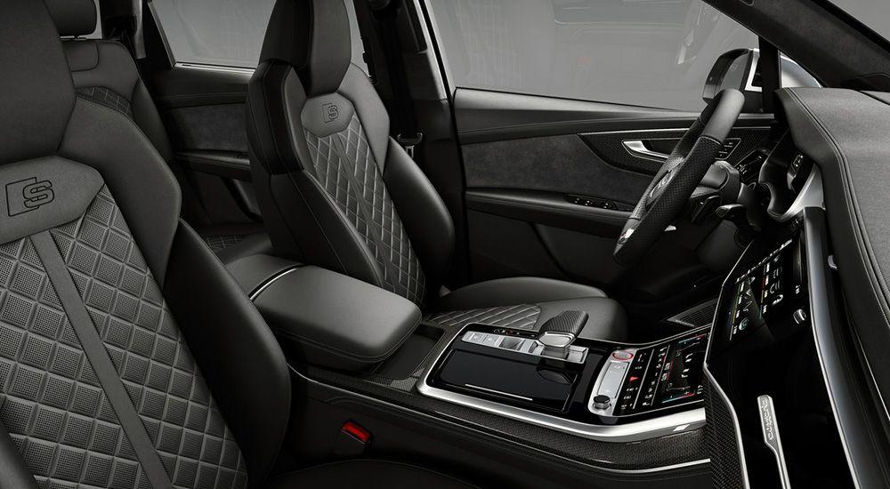 Интерьер салона Audi SQ7 2019
