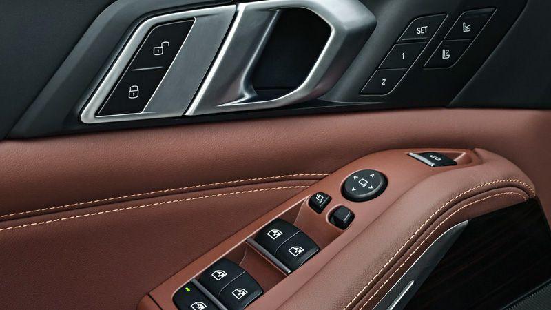 Элементы управления на водительской двери