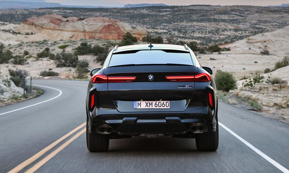 BMW X6 M 2020 вид сзади