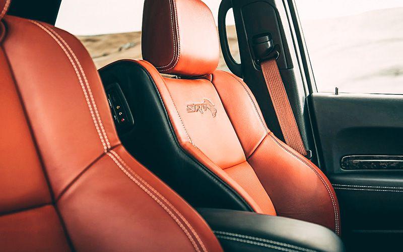 Передние сиденья Dodge Durango SRT Hellcat