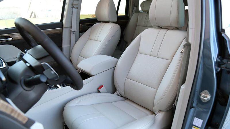 Передний ряд сидений GAC GS8