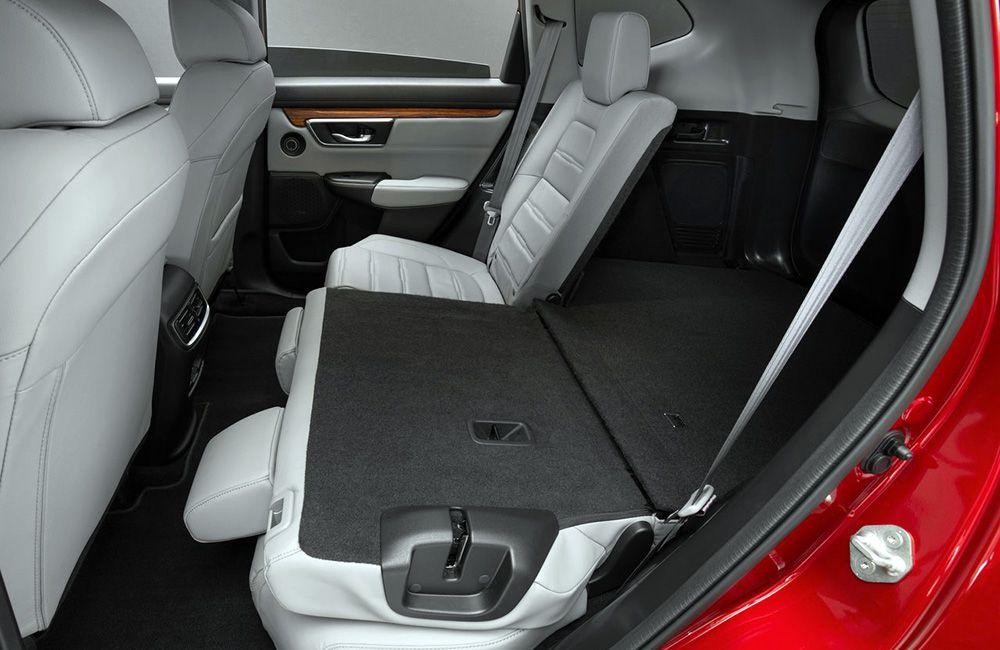 Второй ряд сидений рестайлинговой Хонда СРВ