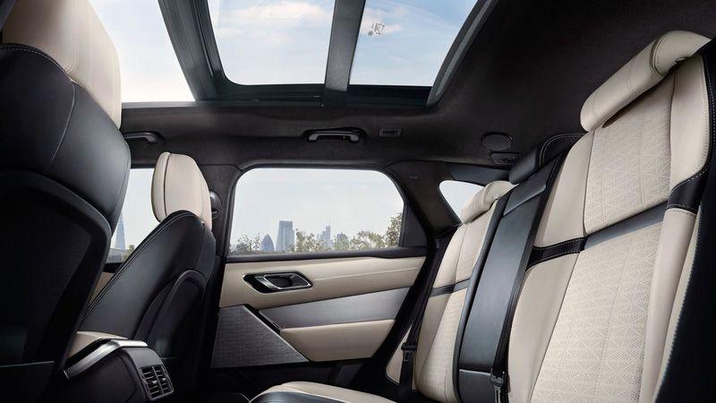 Второй ряд сидений Range Rover Velar 2018