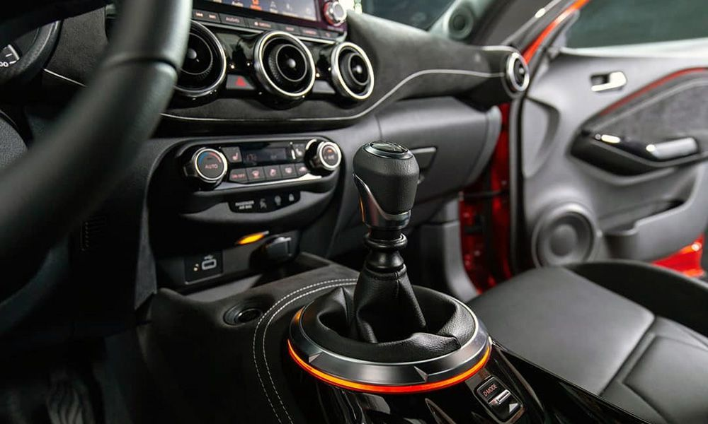 Салон Nissan Juke 2-го поколения