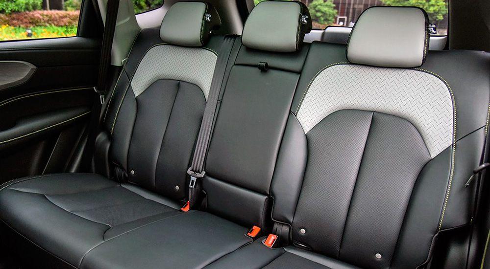 Второй ряд сидений Roewe RX5 Plus