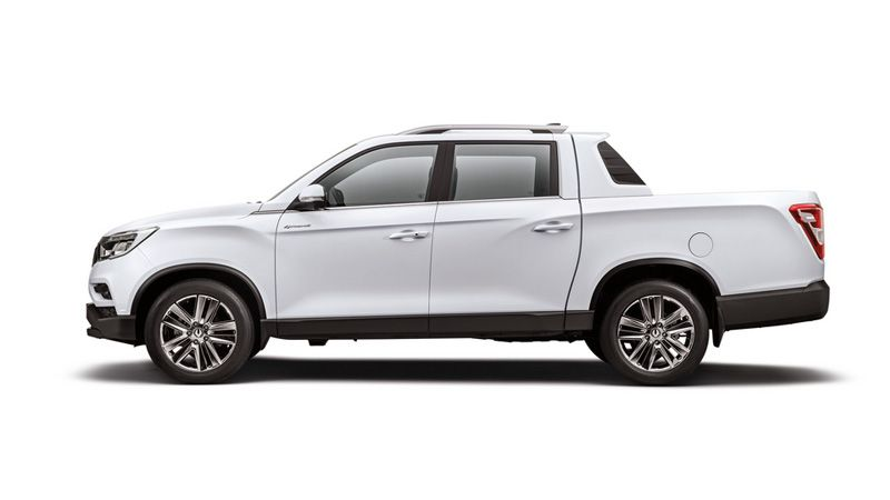 SsangYong Rexton Sports Khan вид сбоку