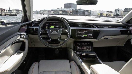 Audi E-Tron: фото, характеристики, продажи