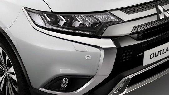 Mitsubishi Outlander 2018: комплектации и цены в России