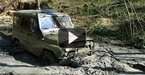 Видео: джипы по грязи