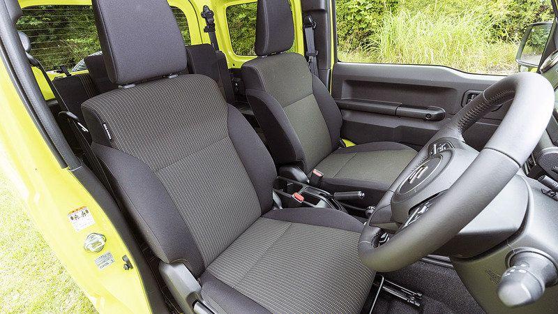Передний ряд сидений Suzuki Jimny 2018