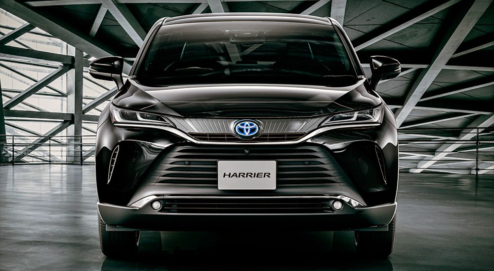 Новая Тойота Харриер вид спереди