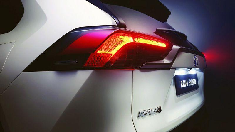 Передняя фонари нового Тойота РАВ 4