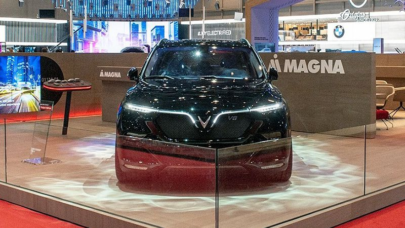 Кроссовер VinFast Lux V8
